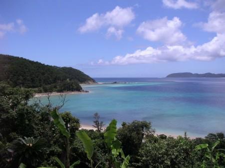奄美大島のホテル前の海